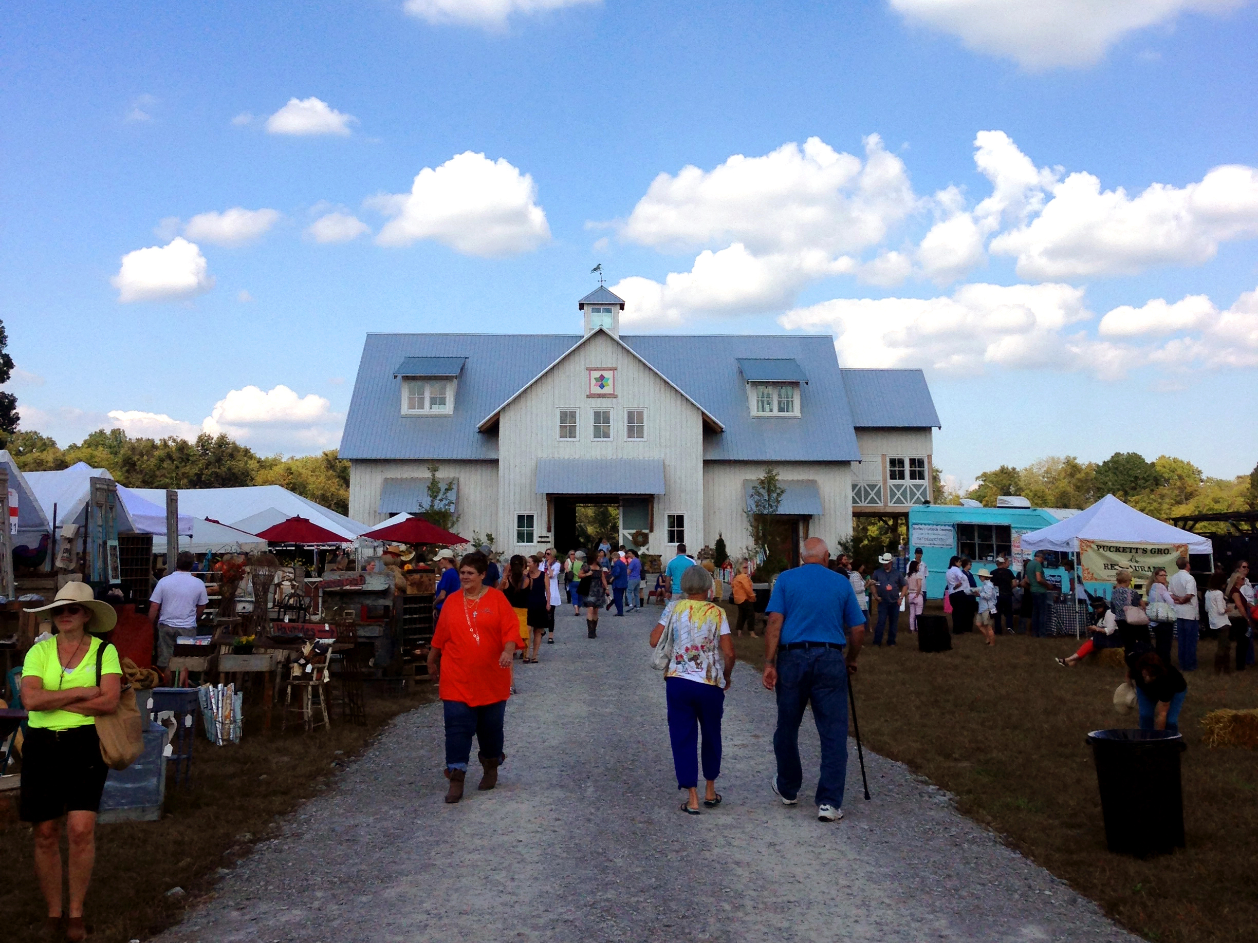 City Farmhouse's Pop Up Barn Sale is Today and Tomorrow